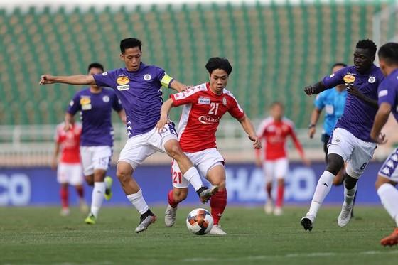 Văn Quyết xứng danh là thủ lĩnh của Hà Nội FC. Ảnh: DŨNG PHƯƠNG