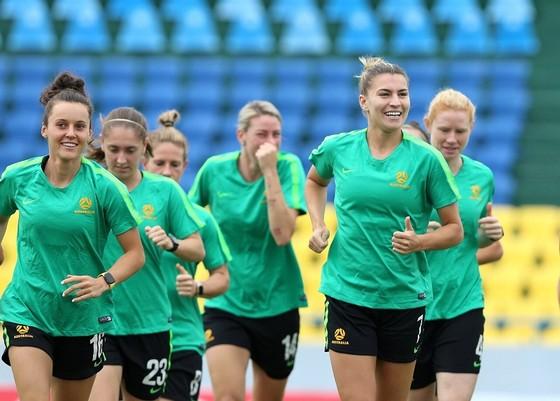 Các cầu thủ Australia trên sân tập chiều 10-3. Ảnh: MINH HOÀNG