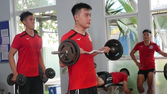 Buổi tập thể lực của các cầu thủ TSN. Ảnh: TSNFC