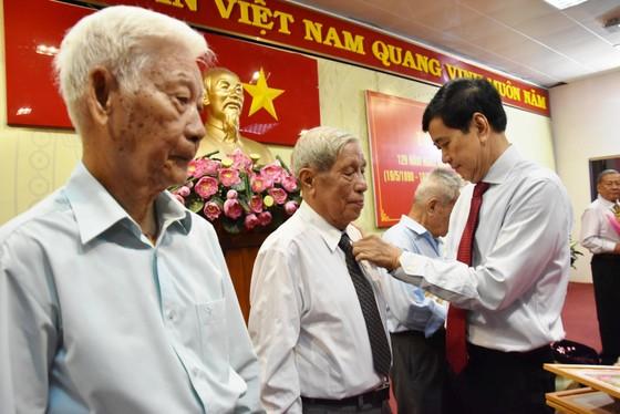 Quận Tân Bình: 259 đảng viên nhận huy hiệu Đảng đợt 19-5 ảnh 3