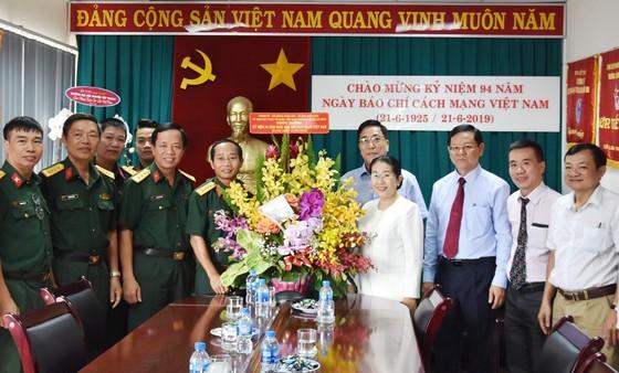 Phó Bí thư Thành ủy Võ Thị Dung thăm và chúc mừng các cơ quan báo chí ảnh 1