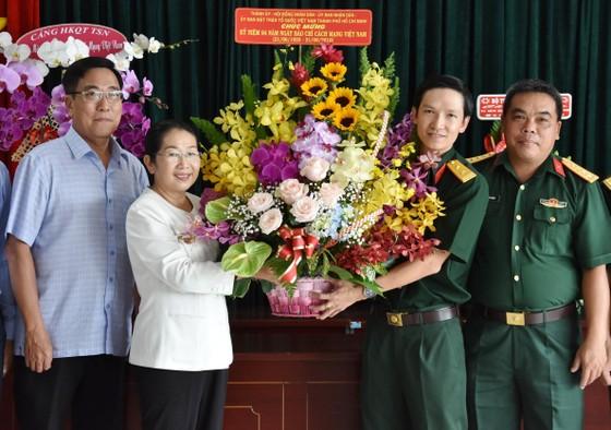 Phó Bí thư Thành ủy Võ Thị Dung thăm và chúc mừng các cơ quan báo chí ảnh 2