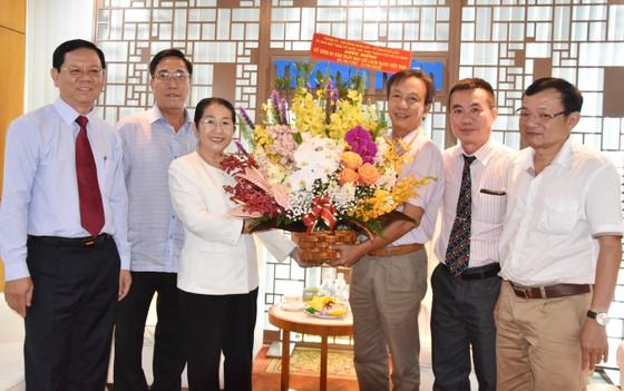 Phó Bí thư Thành ủy Võ Thị Dung thăm và chúc mừng các cơ quan báo chí ảnh 3
