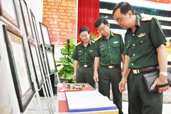Quân khu 7 triển lãm ảnh kỷ niệm 72 năm ngày Thương binh - Liệt sĩ ảnh 4