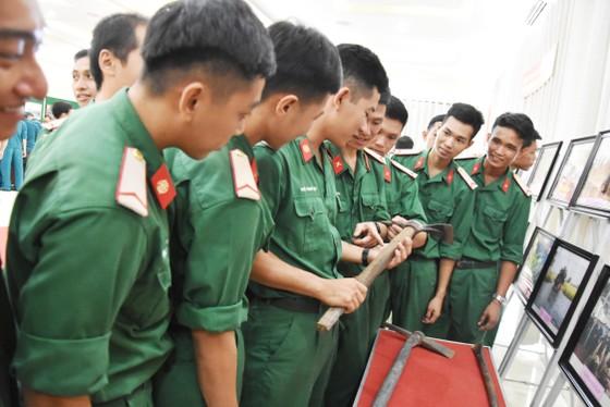 Quân khu 7 triển lãm ảnh kỷ niệm 72 năm ngày Thương binh - Liệt sĩ ảnh 8