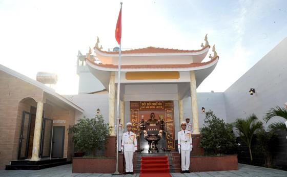 Phó Thủ tướng Trương Hòa Bình dự lễ khánh thành Nhà truyền thống 'Huyền thoại vùng lõm Bảy Hiền' ảnh 1