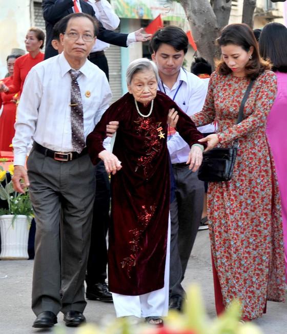 Phó Thủ tướng Trương Hòa Bình dự lễ khánh thành Nhà truyền thống 'Huyền thoại vùng lõm Bảy Hiền' ảnh 4