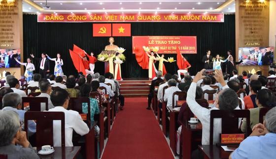Hóc Môn: 72 đảng viên nhận Huy hiệu Đảng đợt 2-9 ảnh 5
