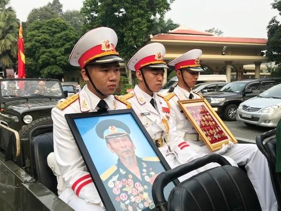 """Tiễn đưa """"anh hùng chân đất"""" Nguyễn Văn Bảy về quê nhà Lai Vung ảnh 4"""