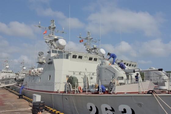 Đoàn đại biểu TPHCM thăm, chúc Tết cán bộ, chiến sĩ trên Vùng biển Tây Nam Tổ quốc ảnh 5