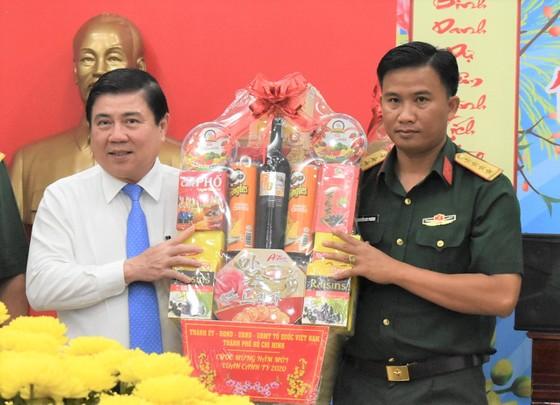 Đồng chí Nguyễn Thành Phong thăm, chúc tết một số đơn vị quân đội và cá nhân ảnh 1