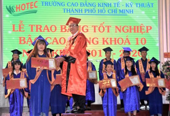 Gần 400 sinh viên HOTEC nhận bằng tốt nghiệp ảnh 1