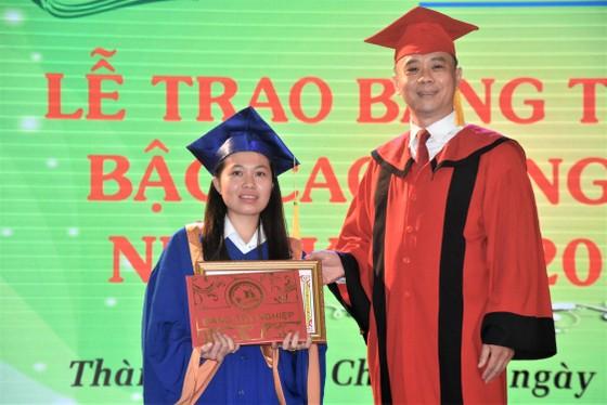 Gần 400 sinh viên HOTEC nhận bằng tốt nghiệp ảnh 2