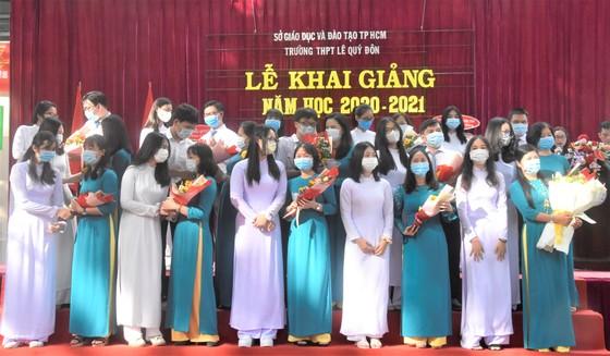 Chủ tịch UBND TPHCM Nguyễn Thành Phong dự lễ khai giảng tại Trường THPT Mạc Đĩnh Chi ảnh 8