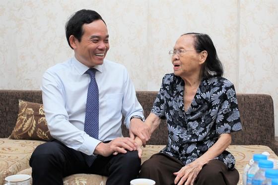 Phó Bí thư Thường trực Thành ủy TPHCM Trần Lưu Quang: 'Ghi nhớ công lao của các thầy thuốc' ảnh 1
