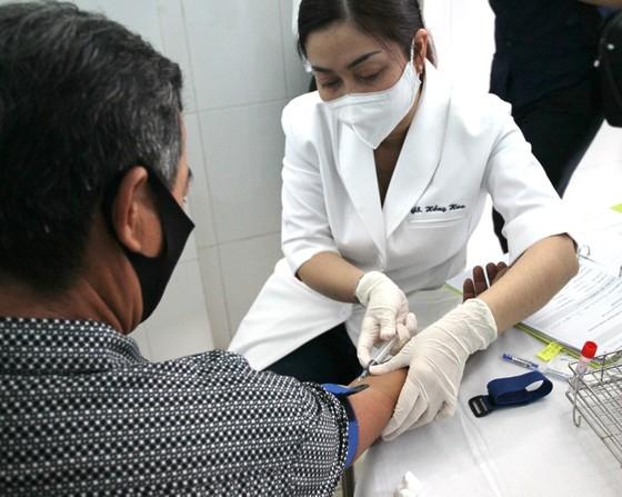 """Bắt đầu tiêm thử nghiệm vaccine Covid-19 """"made in Vietnam"""" giai đoạn 2 tại Long An ảnh 4"""