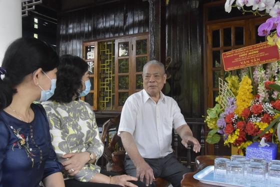 Phó Chủ tịch UBND TPHCM Phan Thị Thắng thăm thầy thuốc lão thành ảnh 1