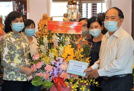Phó Chủ tịch UBND TPHCM Phan Thị Thắng thăm thầy thuốc lão thành ảnh 2