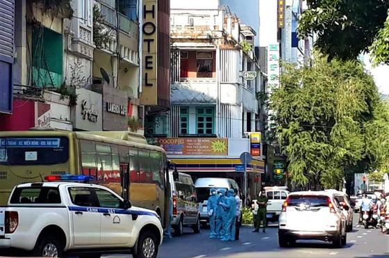 Đưa đi cách ly 35 người Trung Quốc nghi nhập cảnh trái phép, phong tỏa một khách sạn tại quận 1 (TPHCM) ảnh 1