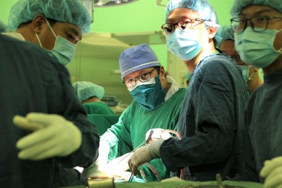 Tri ân các chiến sĩ CSGT hỗ trợ bệnh viện vận chuyển, ghép tạng ảnh 2