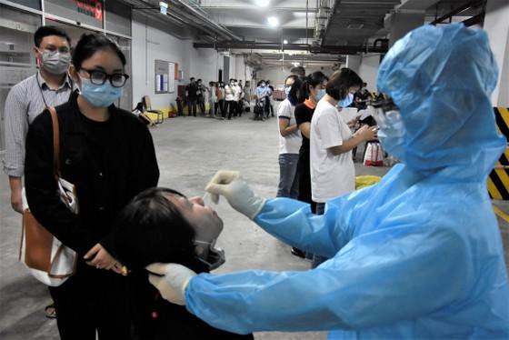 Quận 12 xét nghiệm gần 3.800 người liên quan chuỗi lây nhiễm Covid-19 ảnh 3