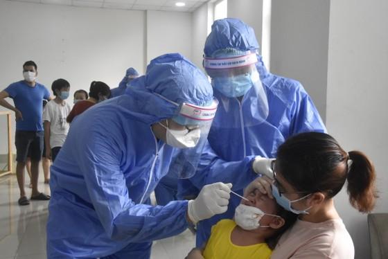 Quận 12 xét nghiệm gần 3.800 người liên quan chuỗi lây nhiễm Covid-19 ảnh 6