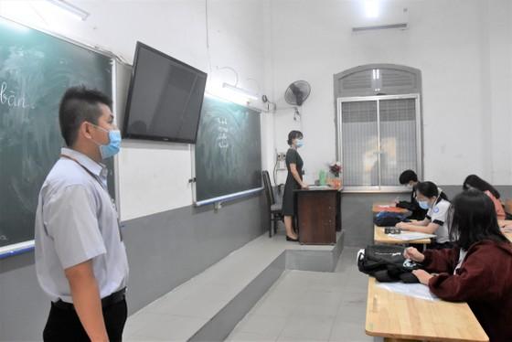 Thí sinh TPHCM làm thủ tục dự kỳ thi tốt nghiệp THPT 2021 ảnh 4