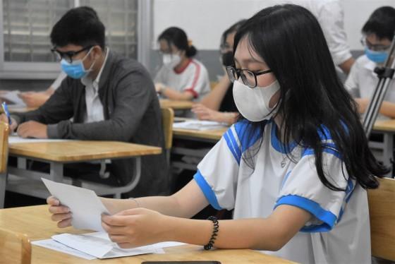 Thí sinh TPHCM làm thủ tục dự kỳ thi tốt nghiệp THPT 2021 ảnh 5