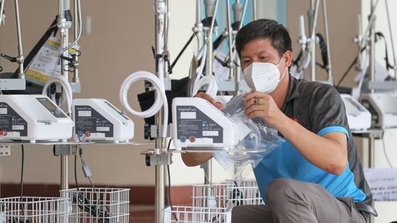 Bệnh viện quận Tân Phú được trao tặng hàng chục máy thở oxy lưu lượng cao  ảnh 4