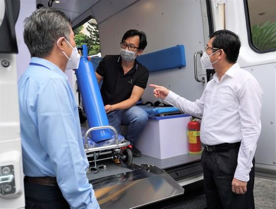 Bệnh viện quận Tân Phú được trao tặng 2 xe cứu thương hiện đại ảnh 4
