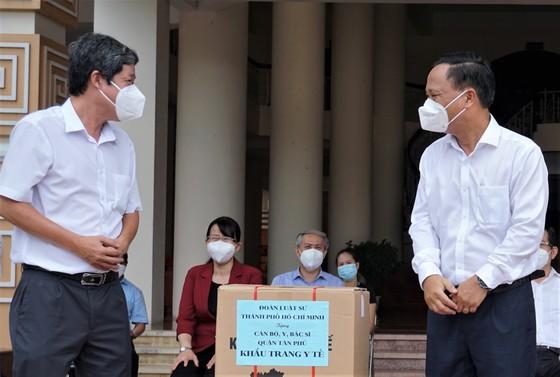 Bệnh viện quận Tân Phú được trao tặng 2 xe cứu thương hiện đại ảnh 6