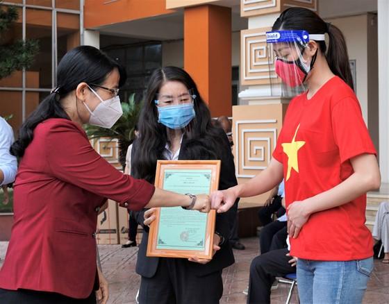 Bệnh viện quận Tân Phú được trao tặng 2 xe cứu thương hiện đại ảnh 5