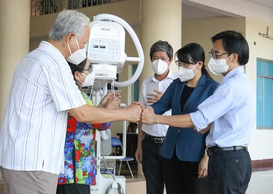 Tặng máy chụp X-quang kỹ thuật số di động hiện đại cho Bệnh viện quận Tân Phú ảnh 2