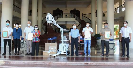 Tặng máy chụp X-quang kỹ thuật số di động hiện đại cho Bệnh viện quận Tân Phú ảnh 1