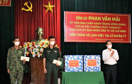 Chủ tịch UBND TPHCM Phan Văn Mãi thăm, động viên lực lượng vũ trang tham gia phòng chống dịch  ảnh 3
