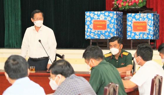 Chủ tịch UBND TPHCM Phan Văn Mãi thăm, động viên lực lượng vũ trang tham gia phòng chống dịch  ảnh 1