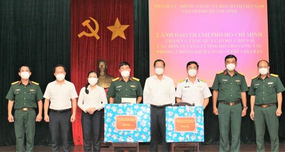 Chủ tịch UBND TPHCM Phan Văn Mãi thăm, động viên lực lượng vũ trang tham gia phòng chống dịch  ảnh 2