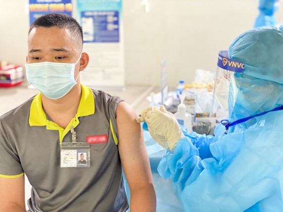Bộ Y tế tiếp nhận thêm 1,3 triệu liều vaccine AstraZeneca ảnh 2