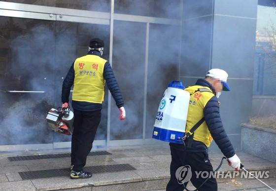Hàn Quốc xác nhận ca tử vong thứ 11, số ca nhiễm Covid-19 lên gần 1.000 ảnh 2