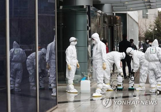 Hàn Quốc xác nhận ca tử vong thứ 11, số ca nhiễm Covid-19 lên gần 1.000 ảnh 1