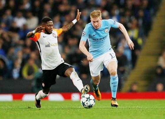 Fred (trái) khi cùng Shakhtar đối đầu Man.City ở Champions League mùa này. Ảnh: Getty Images