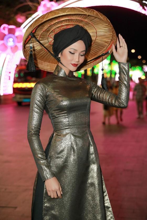 """Hoa hậu H'Hen Niê được vinh danh trong danh sách """"50 người phụ nữ ảnh hưởng nhất Việt Nam năm 2019"""" ảnh 7"""