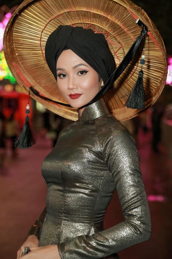 """Hoa hậu H'Hen Niê được vinh danh trong danh sách """"50 người phụ nữ ảnh hưởng nhất Việt Nam năm 2019"""" ảnh 3"""