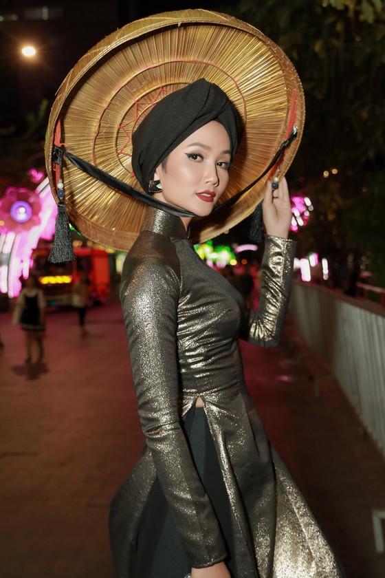 """Hoa hậu H'Hen Niê được vinh danh trong danh sách """"50 người phụ nữ ảnh hưởng nhất Việt Nam năm 2019"""" ảnh 6"""