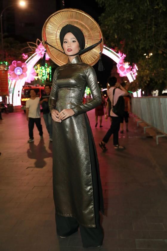 """Hoa hậu H'Hen Niê được vinh danh trong danh sách """"50 người phụ nữ ảnh hưởng nhất Việt Nam năm 2019"""" ảnh 5"""