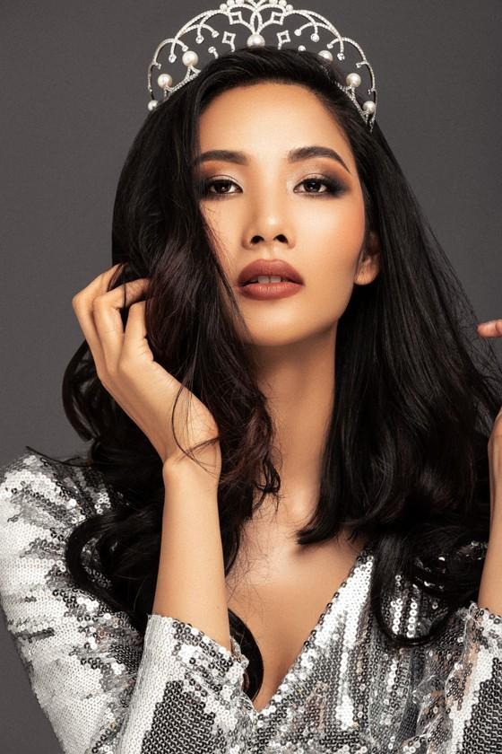 Á hậu Hoàng Thùy là đại diện Việt Nam tham gia Hoa hậu Hoàn vũ Thế giới 2019 ảnh 3