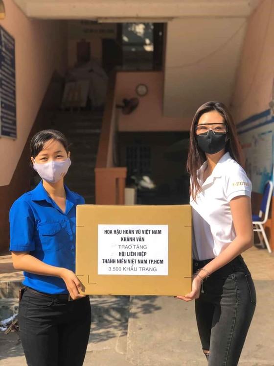 Á hậu Kim Duyên ủng hộ 5 tấn gạo giúp người bán vé số có hoàn cảnh khó khăn ảnh 6