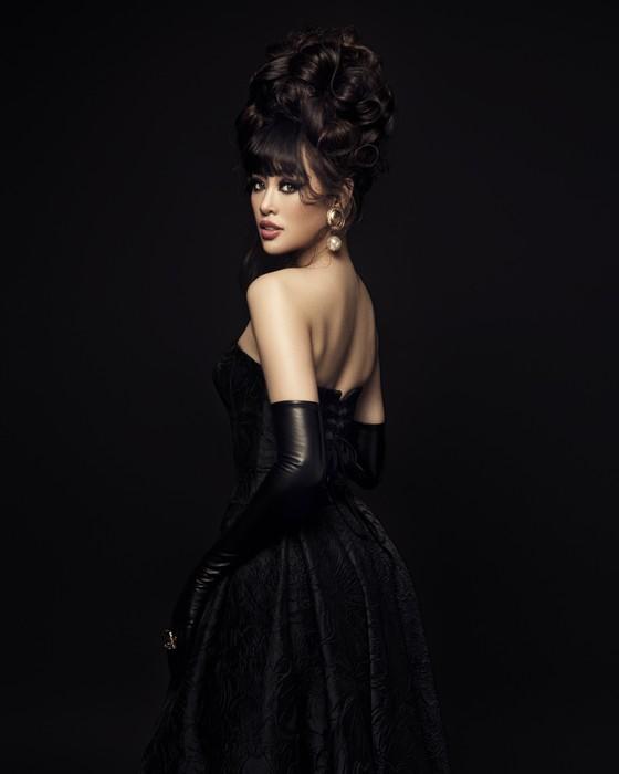Hoa hậu Khánh Vân biến hoá hình ảnh theo concept công chúa - nữ hoàng ảnh 9