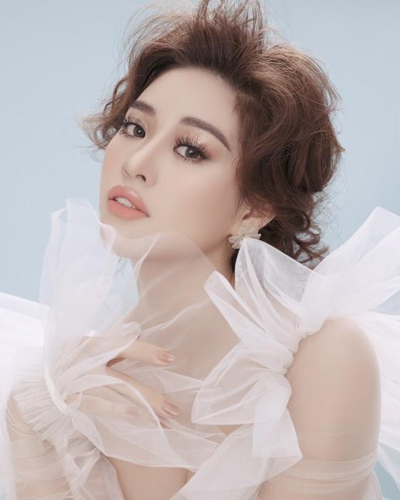 Hoa hậu Khánh Vân biến hoá hình ảnh theo concept công chúa - nữ hoàng ảnh 1