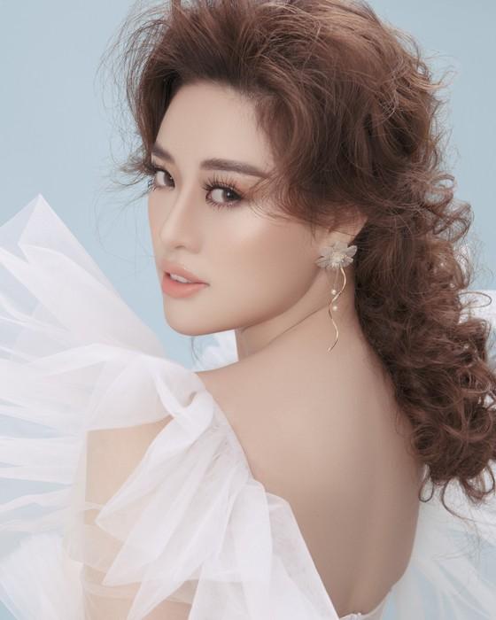 Hoa hậu Khánh Vân biến hoá hình ảnh theo concept công chúa - nữ hoàng ảnh 2